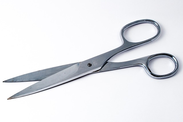 scissors in arabic